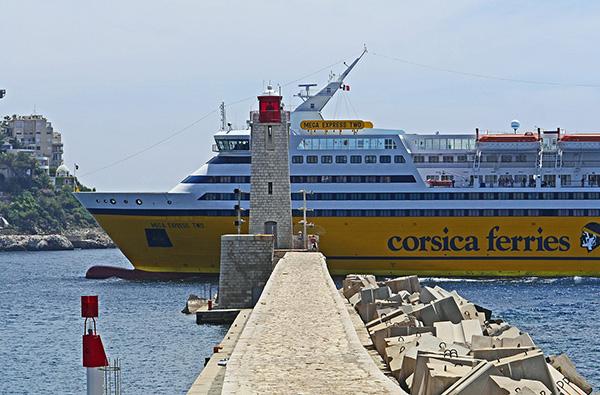 Livraison par ferry en Corse